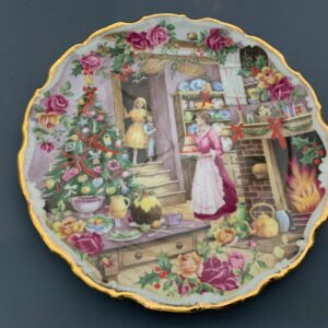 Royal Albert Old Country Roses Collectors Plates Series.